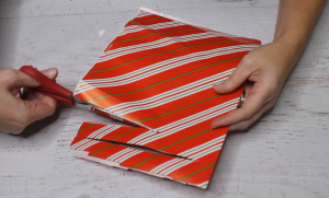 How to Make a Paper Bow fringing the paper