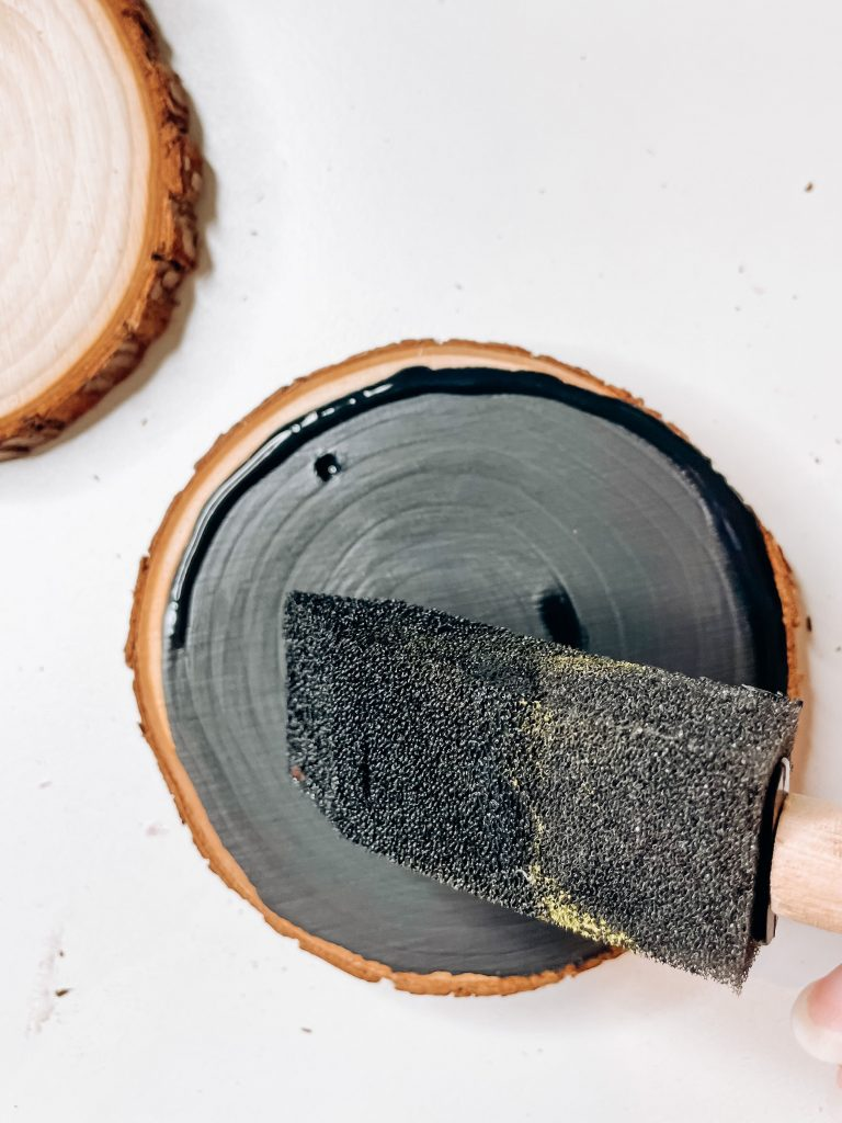 painting the wood slice christmas ornament